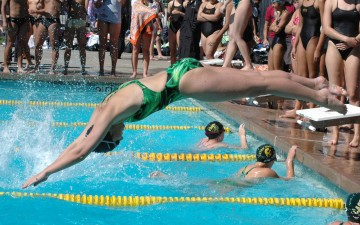Swimmers sweep rivals in meet